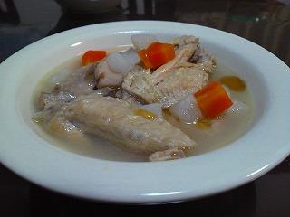 根菜と手羽先のスープ