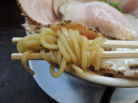 豚CHIKIしょうゆラーメン+チャーシューマシ×4の麺