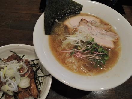 ランチセット(海老醤油ラーメン+叉焼丼)(850円)