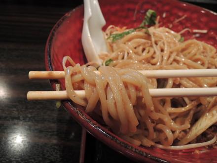 汁なし坦々麺(温)の麺