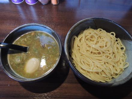 純鶏醤油つけ麺(900円)+大盛(100円)+味玉(1100円)