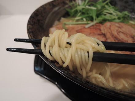 極達らー麺の麺