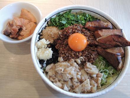 「台湾まぜそば+大盛+こってり+ど肉+トロ肉」(1550円)