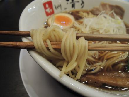 角長醤油「匠」の麺