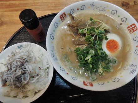 豚骨スープのみそラーメン(750円)