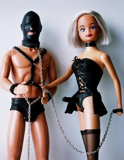 SとMなバービー人形