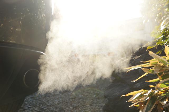 排気管から噴き出るレネシス13B-MSP の水蒸気