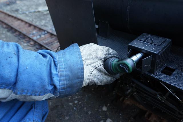エアラチェットで強制潤滑油圧送 C56 129