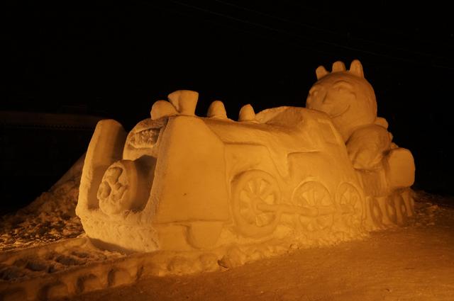 雪像になった夜のSL信濃川ロマン号
