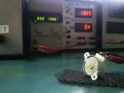 ジェコーDM型モータを無負荷状態で通電したところ