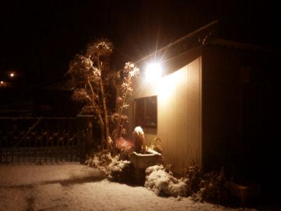 あじあるなぁ~裸電球の街灯と雪