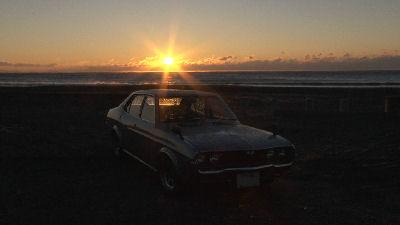 マツダルーチェと静波海岸の朝日