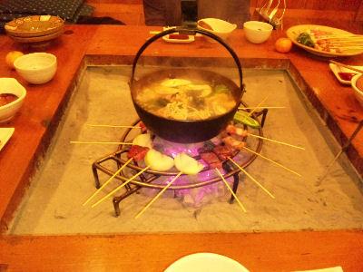 やまおくの鍋に肉