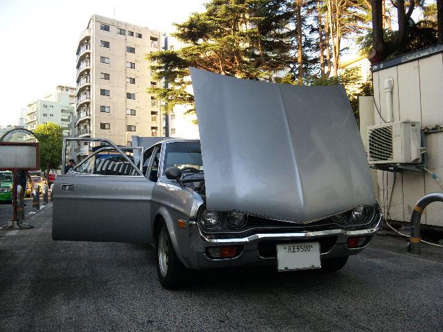 マツダルーチェ、横須賀基地入口にて検問中