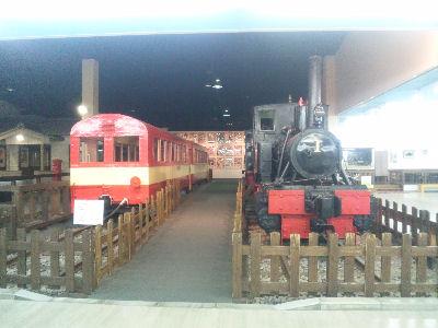 コッペルと井川線の客車と駅