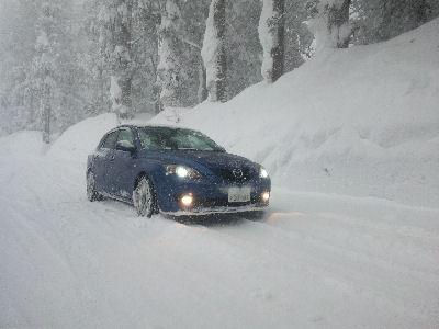 アクセラスポーツ雪の中
