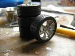 ホイールも組んでタイヤを装着