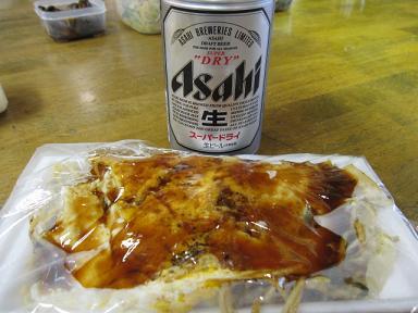 ビールと広島焼きです♪