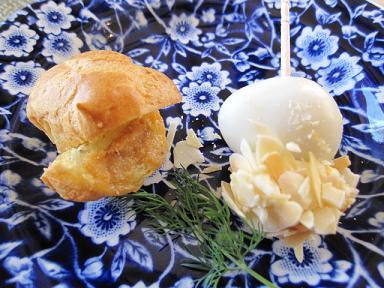 ポークリエットシューと鶉卵とクリームチーズピンチョス