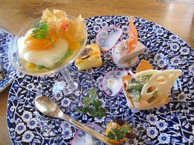 前菜(里芋のハーブオーブングリルと蓮根と春菊とポークのクリームカップと金柑のファルシなど)