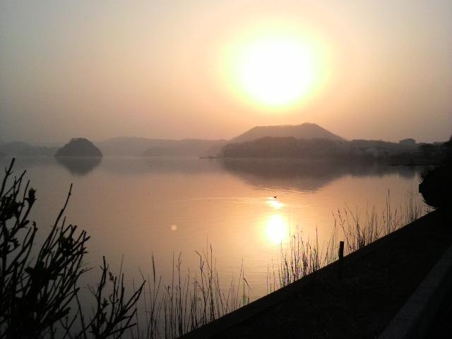 湖山池の夕ぐれ