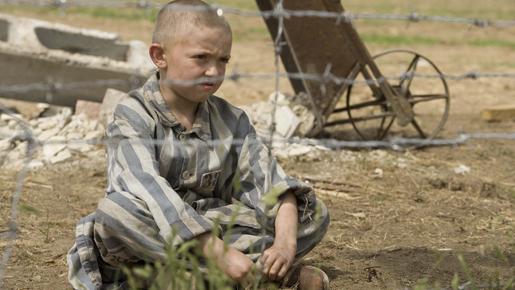 縞模様のパジャマの少年 イメ-ジ3