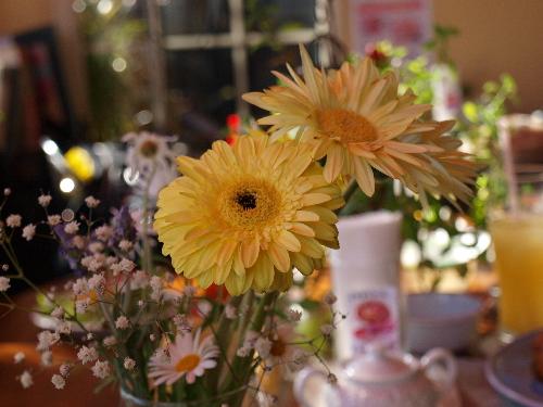 テーブルの上のお花
