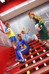 階段で四つ子