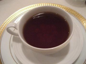 本日のスープ タピオカを沈めたコンソメスープ