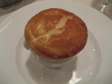 オマール海老のパイ包み焼き モンバジャック の香り