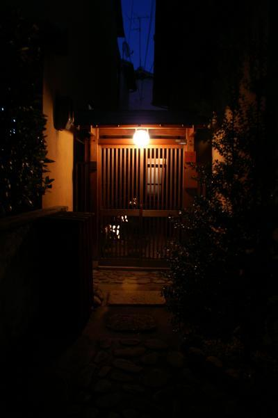 永楽荘 玄関夜