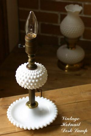 ヴィンテージミルクガラス×真鍮製ホブネイルデスクランプ/アンティーク照明