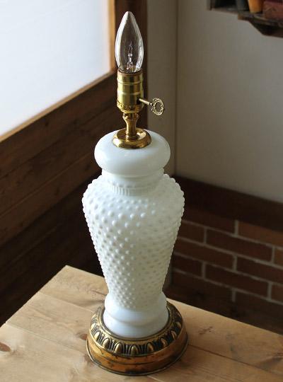 ヴィンテージ鍵付ミルクガラス3Way卓上ランプ