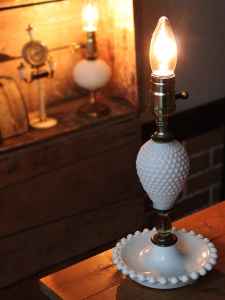 ヴィンテージミルクガラス製ホブネイル卓上ランプ