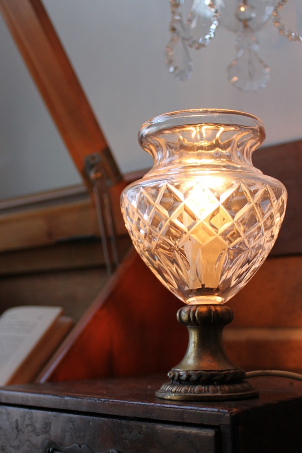 ガラスシェードカップテーブルランプ/アンティーク卓上ライト