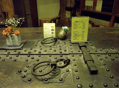中世の扉で作ったテーブル?