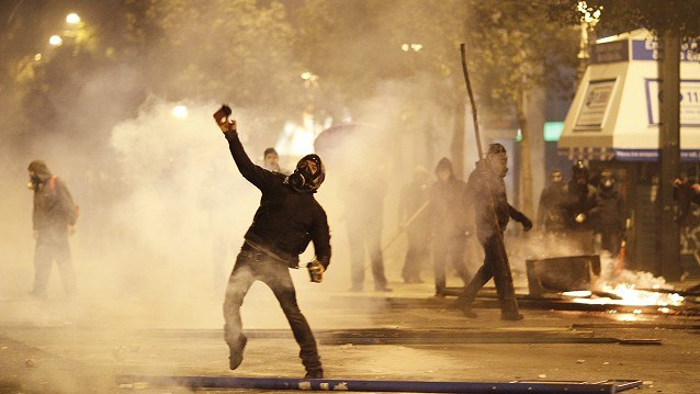 Athens riots as cuts vote looms  msn news より