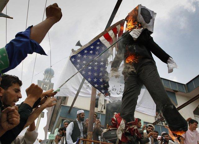 コーラン焼却 大規模な反米デモ