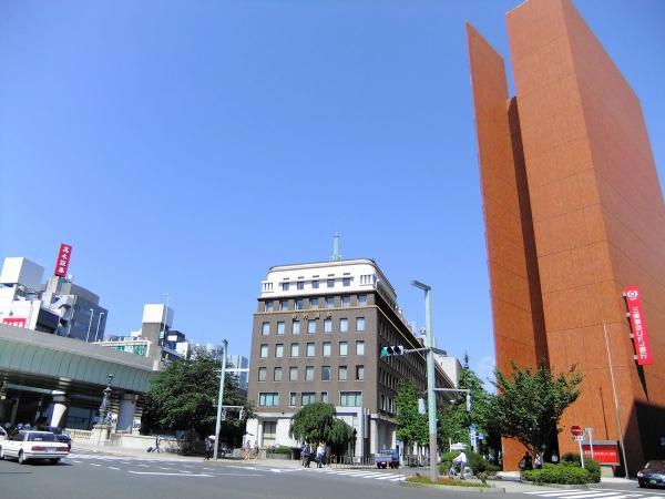 野村證券と三菱銀行〔フリー写真〕