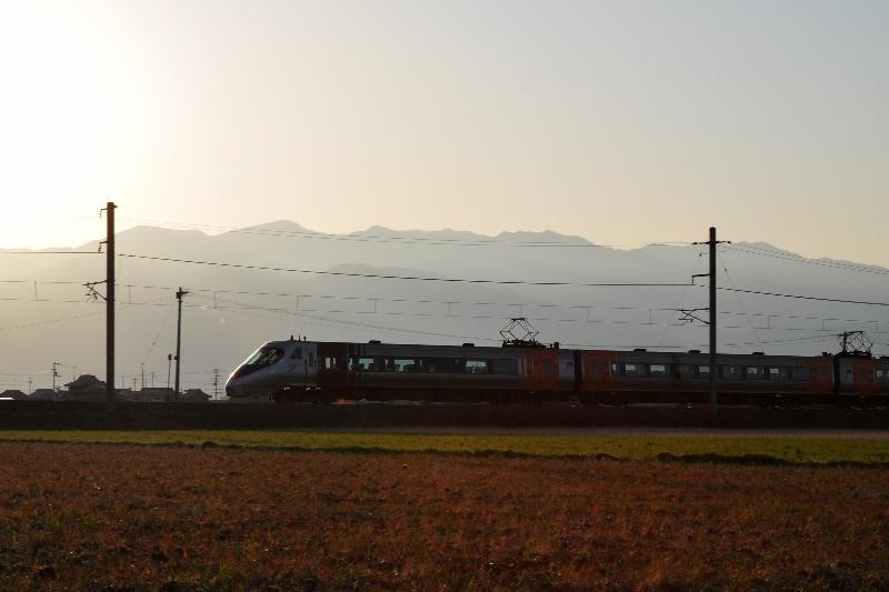 特急電車 予讃線 玉之江駅付近