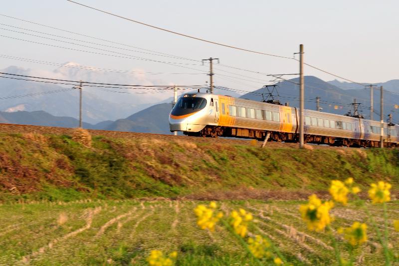 西条市石田 JR特急電車