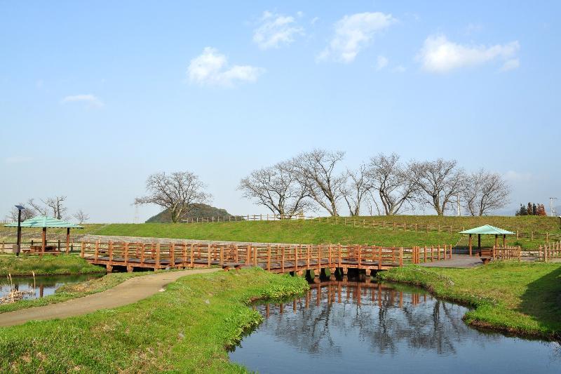 西条市丹原町 兼久の池 風景