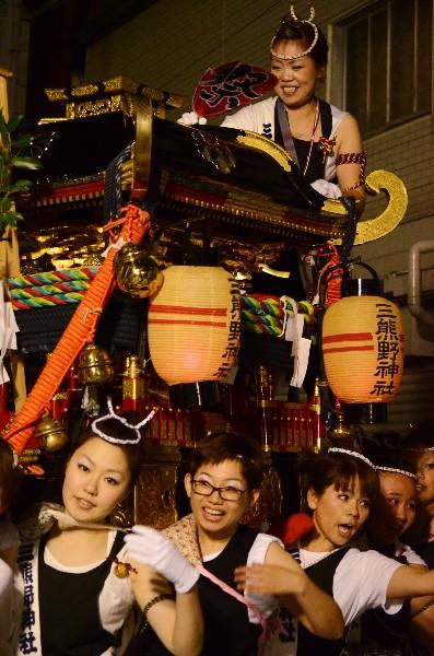 松山市平井町 おんなの秋祭り 三熊野 女神輿