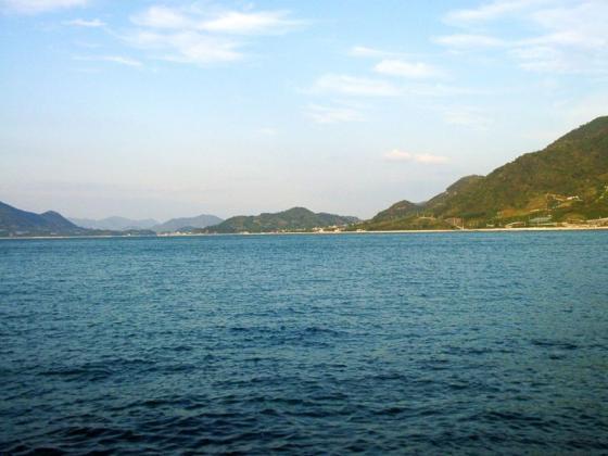 02 キャンプ場前の海