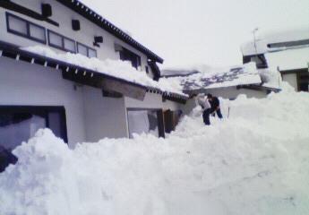 雪かき 裏庭