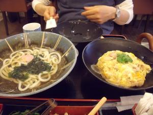 日曜ランチ うどん家・讃岐美人 親子丼セット