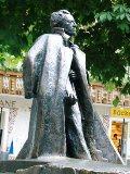 ドッビアーコに建つマーラー記念像