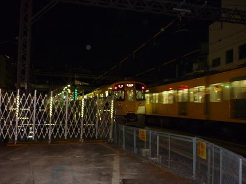 江古田駅に停車中の西武N2000系未更新車
