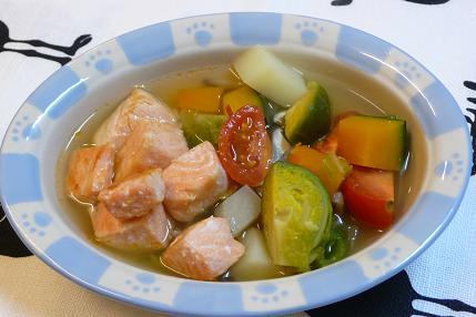サーモンのオリーブオイル焼きと野菜のスープ煮