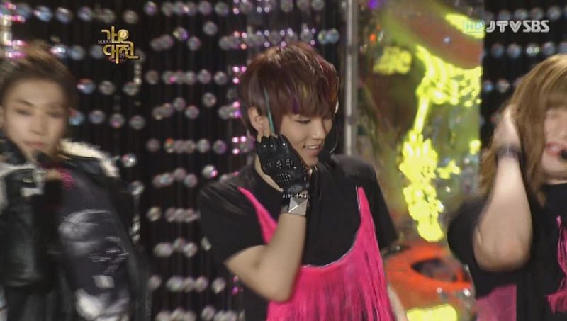SHINee  SJ -20091229 -Gee on S Gayo [astar].avi_000082382